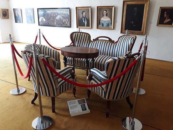 Zreštaurovali neobarokovú sedaciu súpravu rodiny Széplakyovcov z druhej polovice 19. storočia