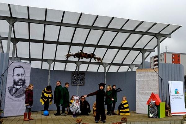 Slávnostne otvorili exteriérové javisko v Základnej škole Ivana Branislava Zocha