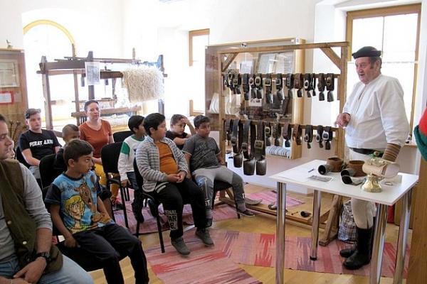 V Mestskom múzeu v Jelšave mali Deň otvorených dverí od kovu cez plechy a plechové zvonce po zvonce jelšavské