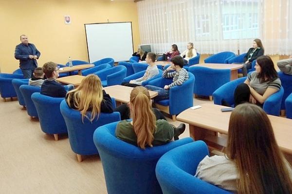 Stretnutie žiakov s viceprimátorom Revúcej a novozvoleným poslancom do VÚC Ing. Júliusom Buchtom