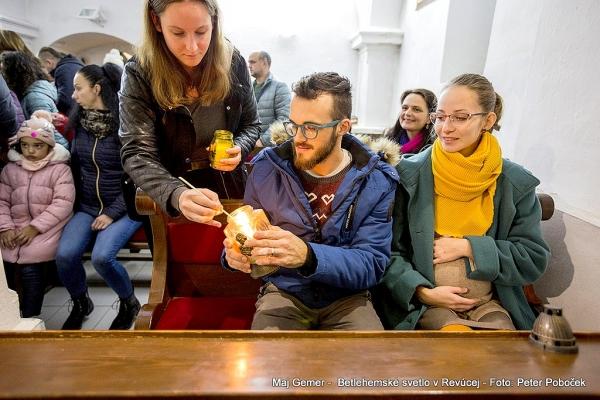 Betlehemské svetlo v Revúcej