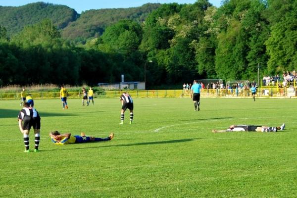 Hrdinom štvrtoligového futbalového zápasu v Rožňave bol brankár Krompách