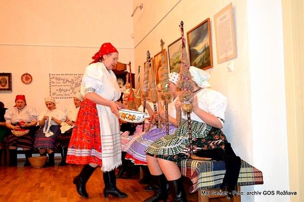 Rejdovskie priadky mnohým účastníkom folklórneho večera pohladili dušu
