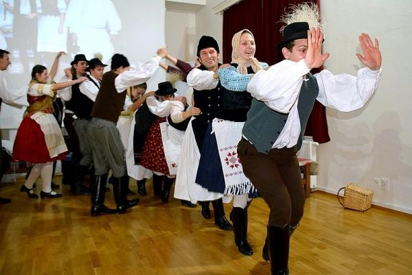 Fašiangy s folklórnym súborom Borostyán