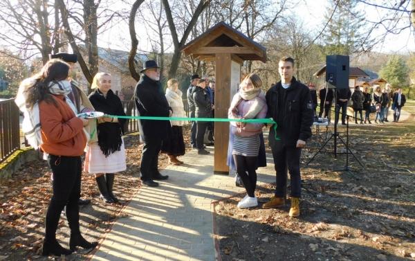 Zážitkovo-informačnú záhradu otvorili v Gemerskej knižnici Pavla Dobšinského v Rožňave