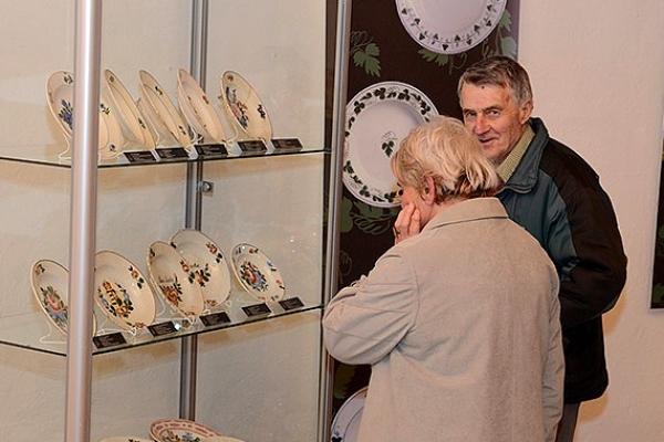 Vzácne kameninové výrobky z Muráňa prezentuje výstava nainštalovaná v Hradnom múzeu vo Fiľakove
