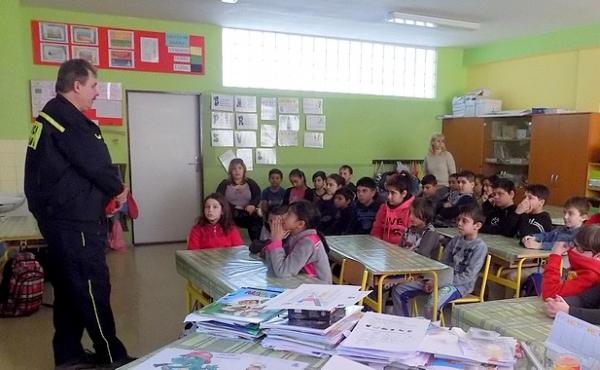 Dobrovoľní hasiči zavítali medzi jelšavské deti