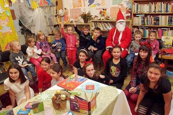 Deti zo škôlky v Gemerskej Polome privítali na besede v knižnici Mikuláša