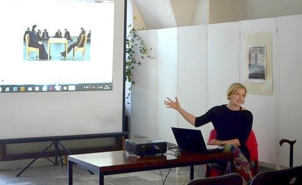 Kapitoly ku kritike umenia na Slovensku priblížila v Galérii Baníckeho múzea v Rožňave Mgr. Silvia L. Čúzyová, PhD.