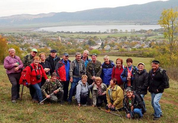 Turistické stretnutie seniorov okresu Rožňava medzi seniormi ZO JDS v Hrhove