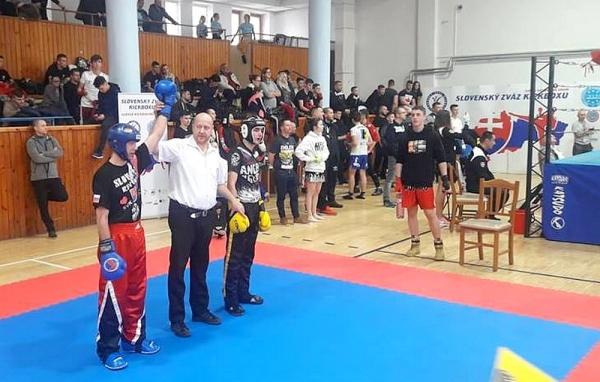 Športovci Kickbox Leon Revúca vlani tretí na Slovensku