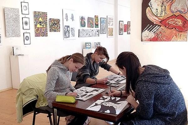 Galerijno-pedagogické hodiny k výstave Dotyky – Érintések