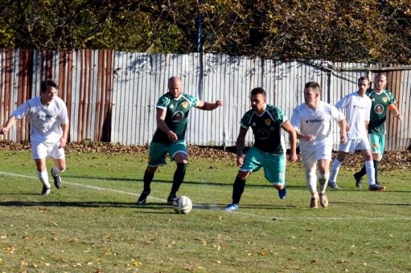 V šiestej futbalovej lige ani v jednom zápase 12. kola nebodovali hostia