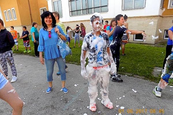 Deti spozorovali na chodbe školy v Lubeníku zadymenie, ktoré ohlásili riaditeľovi