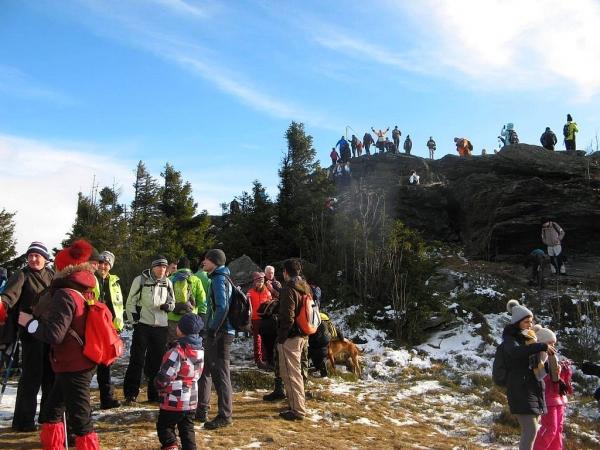 Skalisko na hôľnatom vrchole Volovca v novom roku privítalo 800 turistov
