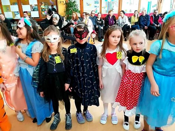 V karnevalovom rytme prezlečení za všelijaké masky zavítali naši najmladší žiaci