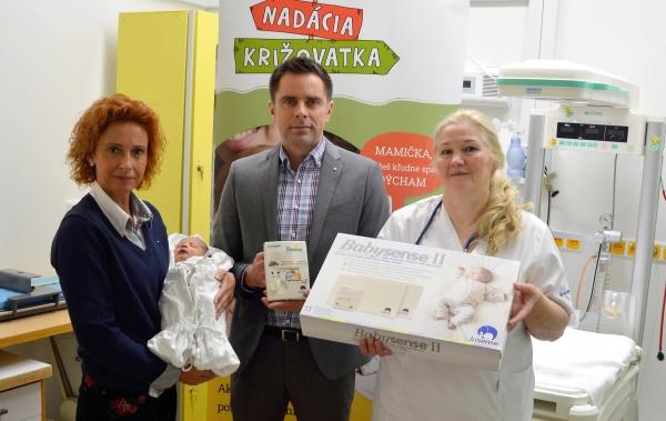 Novorodenecké oddelenie nemocnice Svet zdravia Rožňava dostalo od Nadácie Križovatka osem monitorov dychu pre novorodencov
