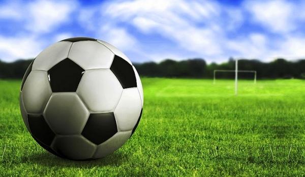 Nováčikovský duel vo futbale v Dobšinej priniesol víťazstvo pre FK Plešivec