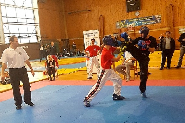 Návrat Majstra sveta v kickboxe Jána Tamáša znamenal pre Revúcu v 1. kole druhé miesto