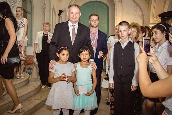 "Ako dve drobné dievčatá z osady Rúbanka ""dobyli"" Bratislavu..."
