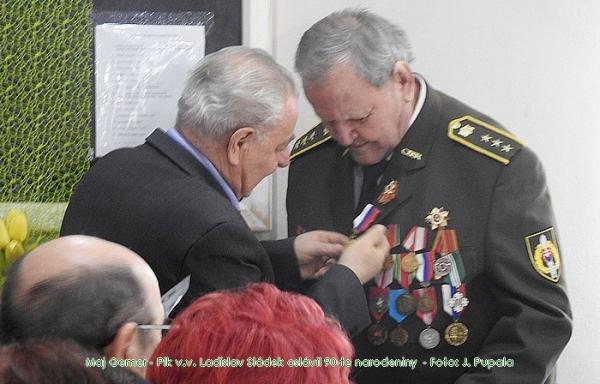 Vojak Červenej armády 2. Ukrajinského frontu, plk. v. v. Ladislav Sládek oslávil 90-te narodeniny