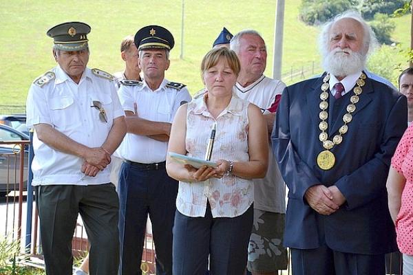 Urna s prsťou zeme z koncentračného tábora Flossenburg si našla pietne miesto v Čiernom Potoku