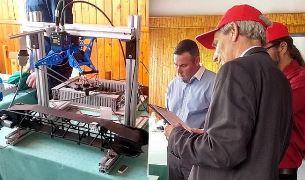 Regionálna súťaž Mladý odborník Gemera s víťazným polohovacím robotickým ramenom