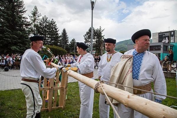 Stavanie májov je jedným z najstarších tradícií, ktorý sa až doteraz udržiava na Gemeri