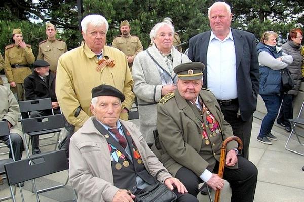 Pár udalostí a spomienok na oslavy 72. výročia ukončenia II. svetovej vojny