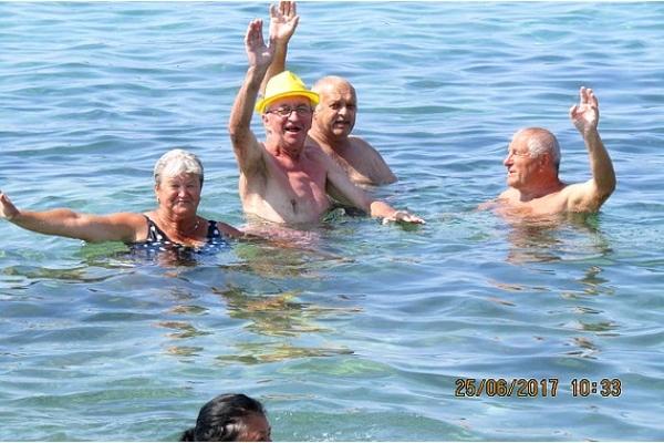 Seniori z rožňavského okresu a Košíc dovolenkovali v chorvátskom Pakoštane