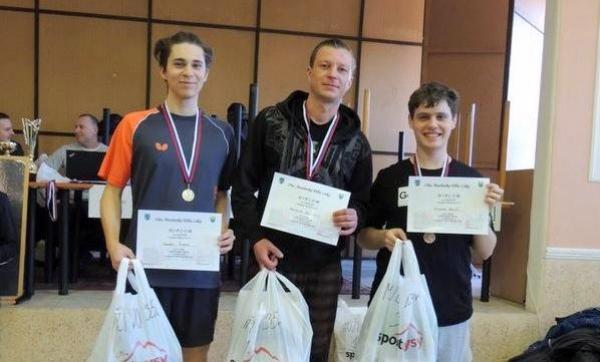 Víťazstvo v stolnotenisovom turnaji v Muránskej Dlhej Lúke v mužskej kategórii obhájil Milan Lašiak