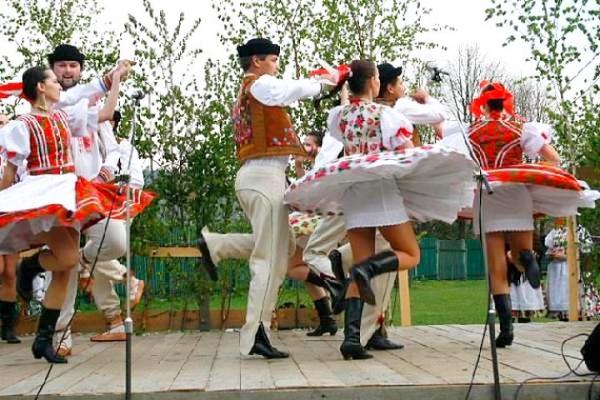 Podoby tanca s odborníkom na gemerský folklór Ladislavom Bačinským