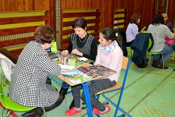 Stretnutie žiakov 8. a 9. ročníka a ich rodičov so zástupcami stredných škôl od Podbrezovej až po Košice u Zocháčov