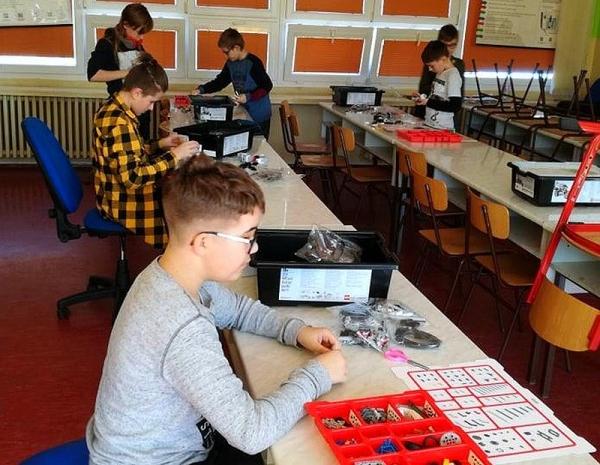 IT Akadémia v ZŠ J. A. Komenského – bádatelia a programátori