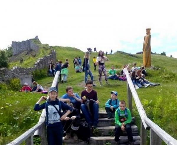 Cestovatelia vyrazili na Pustý hrad
