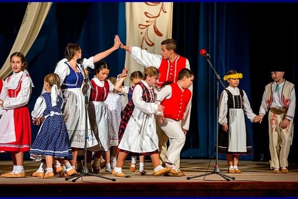 """V Revúcej na Festivale detských folklórnych súborov """"Gemerská podkovička"""" bolo vyše 150 účinkujúcich"""