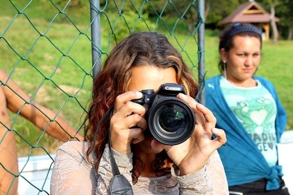 FOTOROMA je medzinárodný, slovensko-nórsky projekt pre talentovanú rómsku mládež