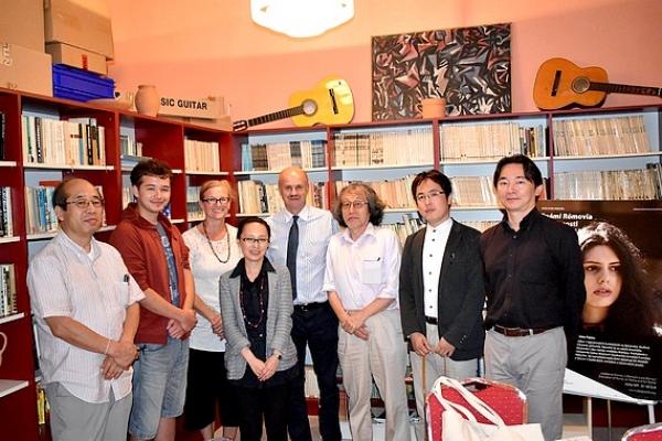 Vzácna návšteva z Japonska navštívila Základnú školu v Krásnohorskom Podhradí