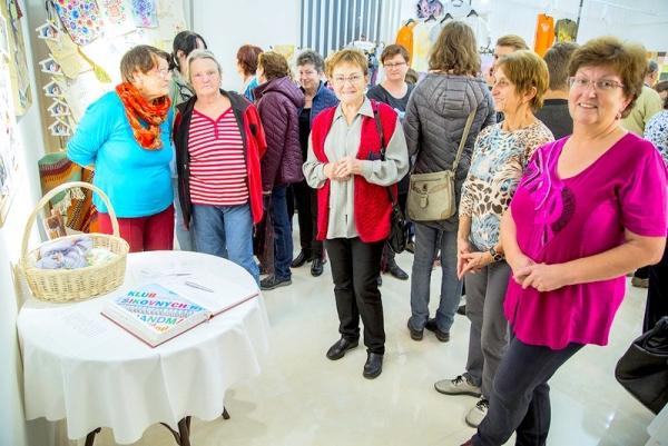 V revúckom Dome kultúry vystavuje inšpiratívny Kruh tvorivých žien