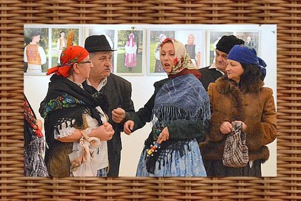 Fotovýstava Oplecko, kamža a čepec prístupná do konca januára 2017