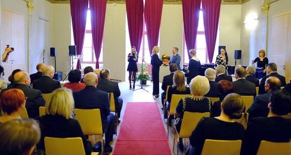 Košický samosprávny kraj na Deň učiteľov ocenil aj troch zástupcov z rožňavského okresu