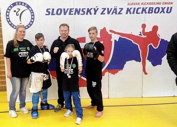 Z prvého kola Open ligy SZKB v tatami športoch si mladí borci Kickbox Leon Revúca doviezli šesť medailí