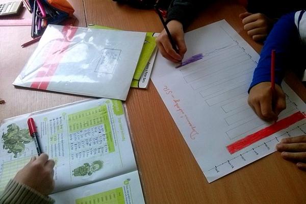 Učiteľský pár Zuzana a Peter Berovci svojimi učebnicami podnecujú žiakov k tvorivému mysleniu a sebarozvoju